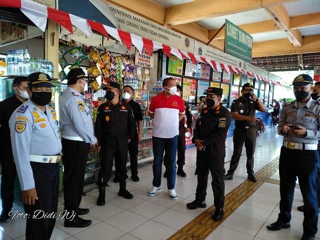 Kejati DKI Jakarta Borong Pedagang Makanan di Terminal Kampung Rambutan