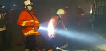 Gudang Mebel di Pulogebang Terbakar